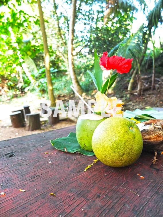 ココナッツジュースとグレープフルーツの写真