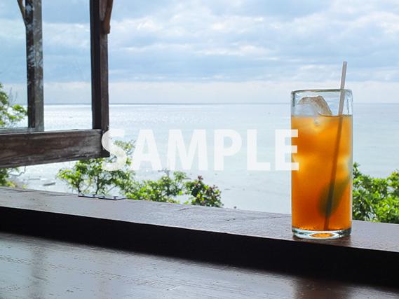 窓辺のオレンジジュース