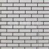 薄く汚れた白いブロック塀