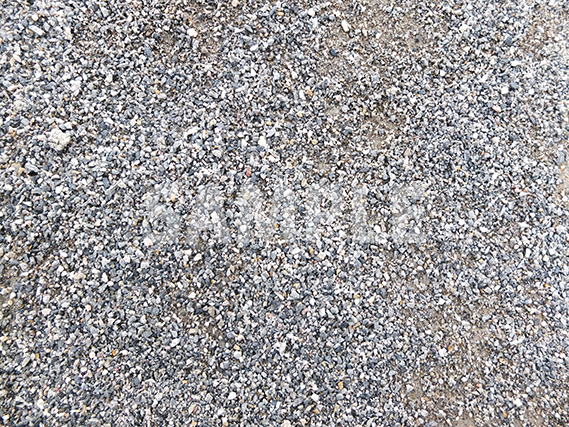 砂利が敷き詰められた地面