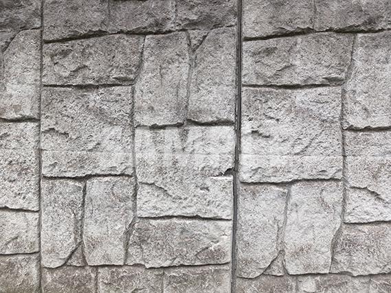 ごつごつした石のブロック塀