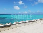 沖縄の青い空と透明な海