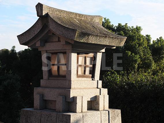 鶴岡八幡宮の石灯籠