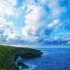 青い海と雲広がる空