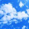 雲が浮かぶ青い空