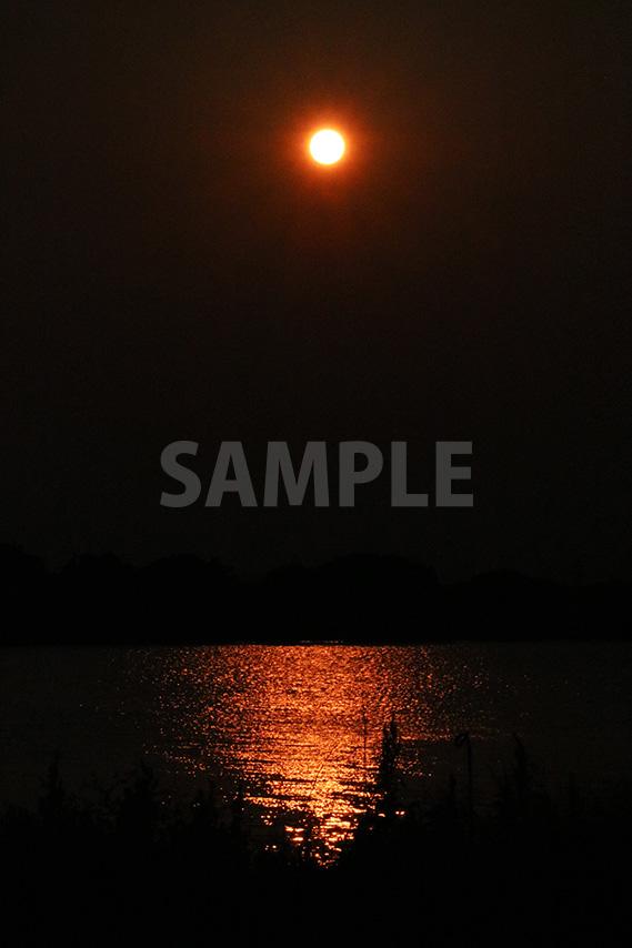 夕日が川に反射する写真・フォトデータ
