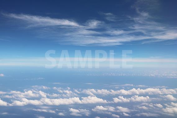 旅客機から見る空と雲
