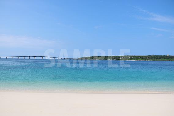 与那覇前浜ビーチと来間大橋