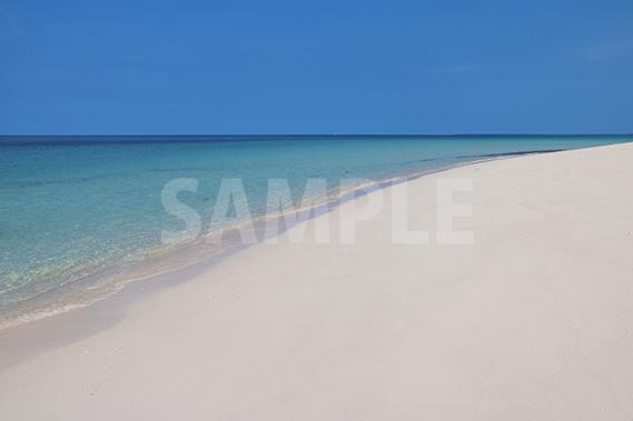 真っ白な砂浜が7kmも続く、与那覇前浜ビーチ