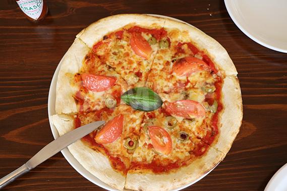 上から見たピザ