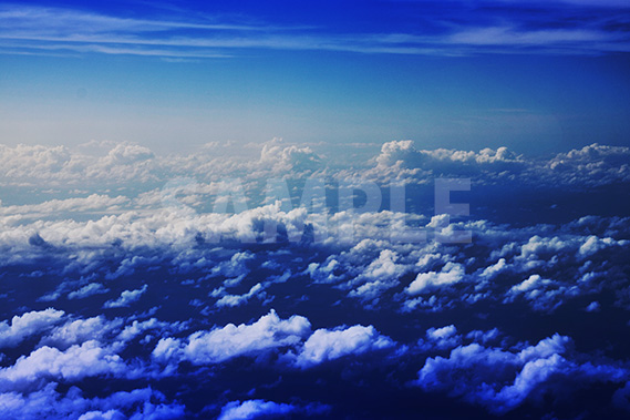 ちょっと不気味な空と雲