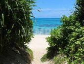 長間浜ビーチへと繋がる道