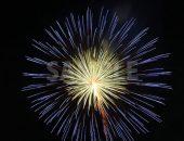 青・黄色の花火