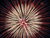 青・赤・白の花火