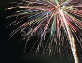 カラフルに飛び散る打ち上げ花火