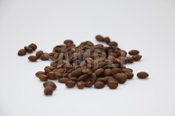 コーヒー豆が積まれた写真(横)