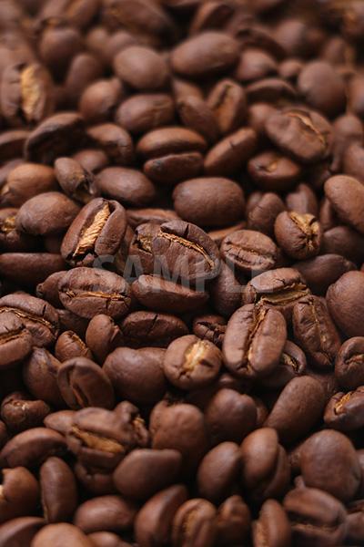 敷き詰められたコーヒー豆の写真