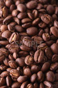 敷き詰められたコーヒー豆の写真(明るめ)