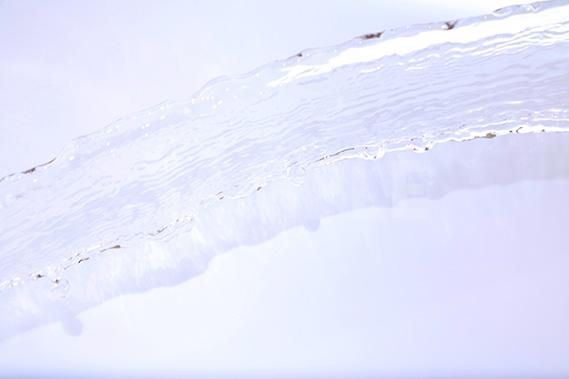躍動する水の写真・フォト