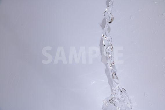 放出される水の写真・フォト