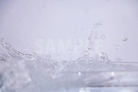 水がぶつかりあう写真・フォト