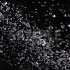 黒背景の水玉が散布する写真・フォト