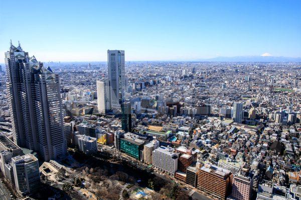 東京都庁・展望室から見たビルと町並みと富士山の写真