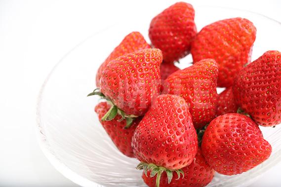 ヘタ付きの苺の写真・フォト