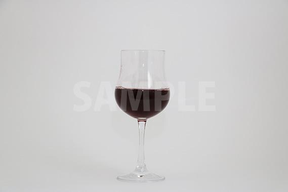 赤ワインとグラスの写真・フォト