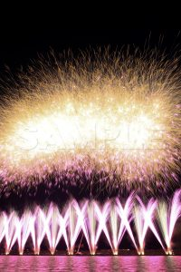 市川市民納涼花火大会・オープニング5秒間に1,000発打ち!打ち上げ花火,江戸川花火大会,無料の写真