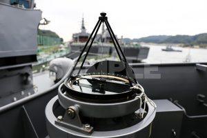 観艦式の写真「羅針盤 」 艦名とね