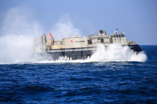 観艦式の写真「LCAC エア・クッション型揚陸艇」観艦式,護衛艦,日本,海,無料の写真