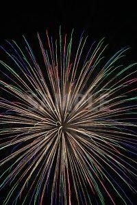 カラフルな打ち上げ花火の写真・フォト素材