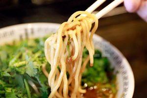 中太麺のラーメンの写真・フォト素材