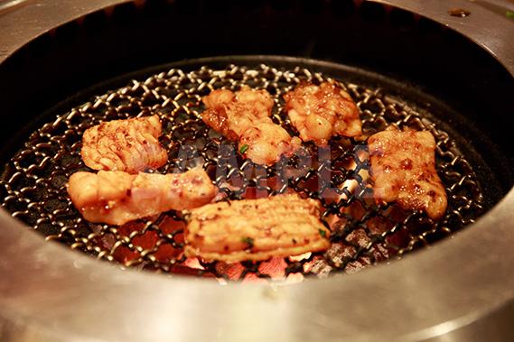 網焼きの上ミノ(焼肉)の写真・フォト素材