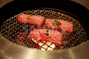 網焼きの特上カルビ(焼肉)の写真・フォト素材