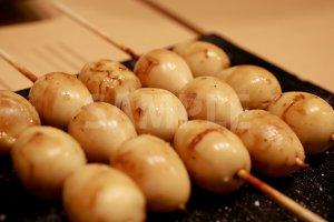 うずらの卵(焼鳥・串)の写真・フォト素材