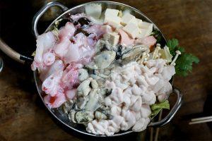 あんこう鍋 (アンコウ・アン肝・白子・牡蠣)の写真・フォト素材