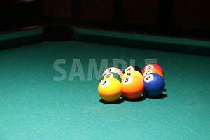 綺麗に整列下ビリヤードのボールの写真・フォト素材